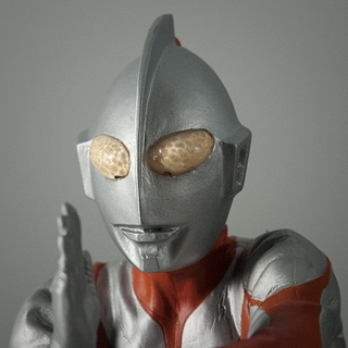 X-Plus Ultraman C-Type (Specium Ray Pose) Vinyl Figure Review