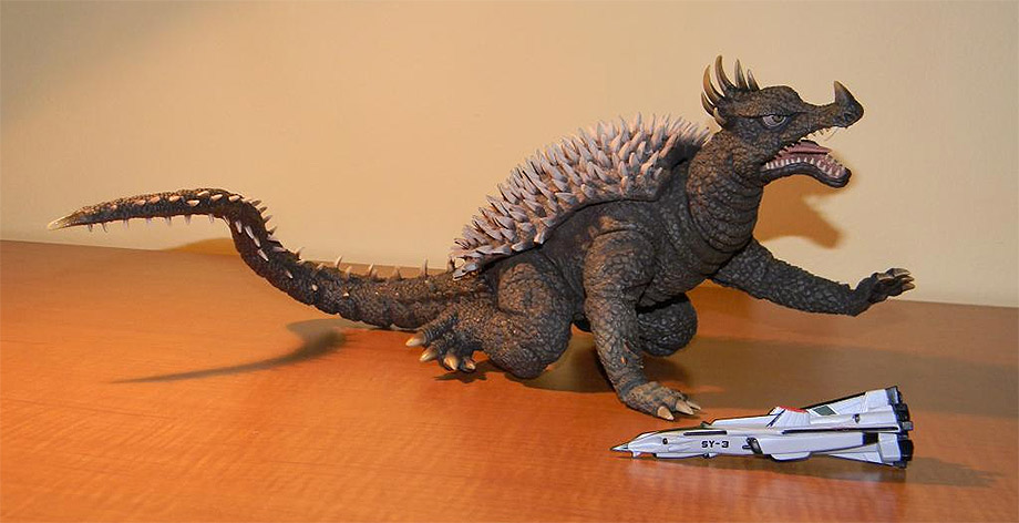X-Plus 25cm Anguirus Review by GForever.net . used with permission.