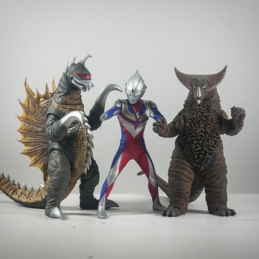 X Plus Ultraman Tiga Vinyl Figure Review Kaiju Addicts