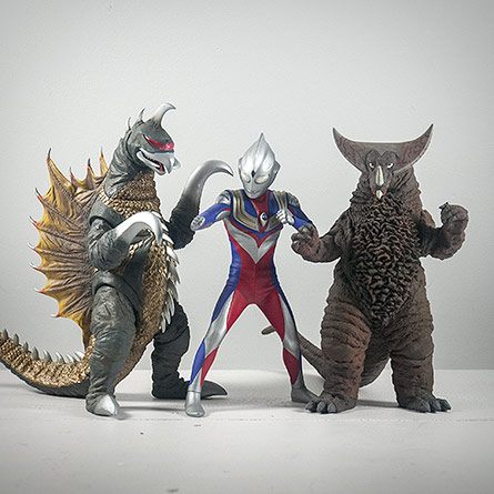 X-Plus Ultraman Tiga Size Comparison with 25cm Gigan and Gomora. Photo copyright, John Stanowski.
