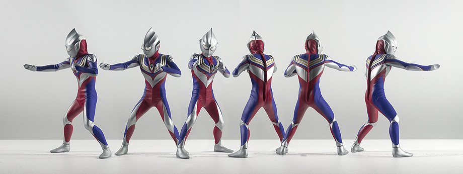 X-Plus エクスプラス Ultraman Tiga vinyl figure - 6-view pose. Photo copyright, John Stanowski.
