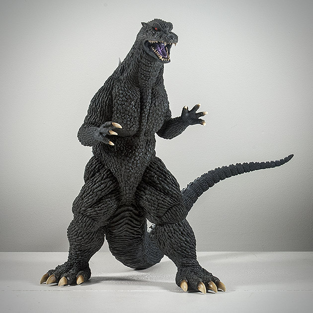 X-Plus エクスプラス 30cm Godzilla 2004 Vinyl Figure Review from KaijuAddicts.com. Photo copyright, John Stanowski.