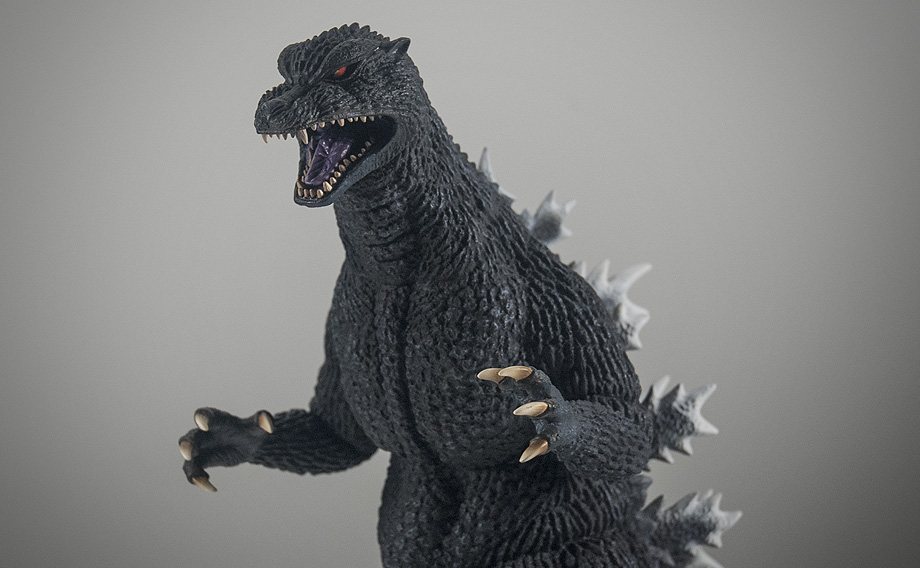 X-Plus エクスプラス 30cm Godzilla 2004 Vinyl Figure Medium Shot. Photo copyright, John Stanowski.