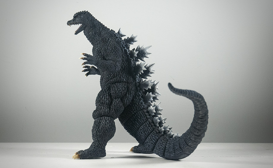 X-Plus エクスプラス 30cm Godzilla 2004 Vinyl Figure - Side View. Photo copyright, John Stanowski.