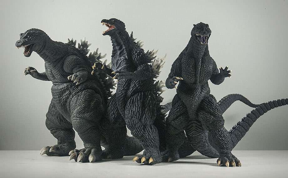 X-Plus エクスプラス 30cm Godzilla 2004 Vinyl Figure Size Comparison with 2001 and 2003 Models. Photo copyright, John Stanowski.