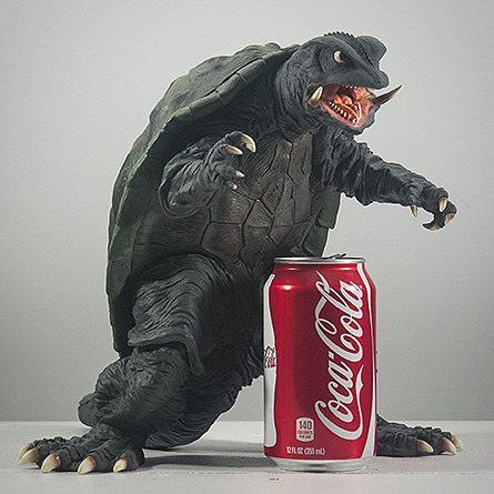 X-Plus エクスプラス 30cm Gamera 1995 Vinyl Figure Size Comparison with Aluminum Can. Photo copyright, John Stanowski.