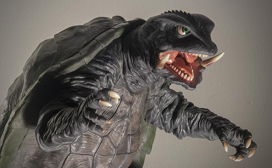X-Plus エクスプラス 30cm Gamera 1995 Vinyl Figure - Dramatic Lighting. Photo copyright, John Stanowski.