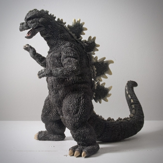 X-Plus Godzilla 1975 25cm Vinyl Figure Review