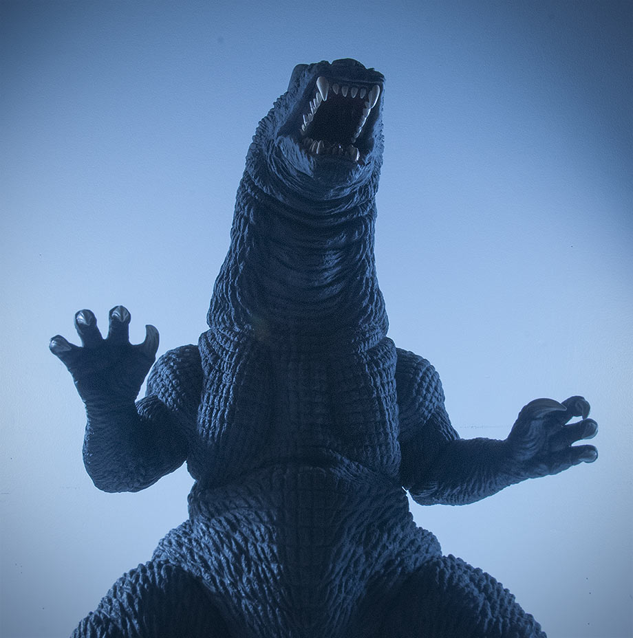 X-Plus / Plex 30cm Series Godzilla 2001 Vinyl Figure - Night shot.