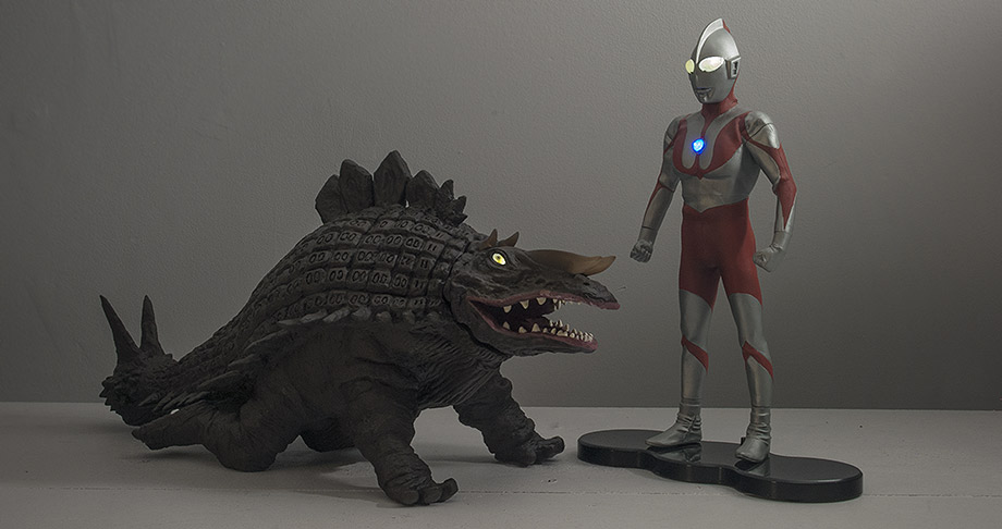 X-Plus vinyls Skydon and Ultraman with light features.