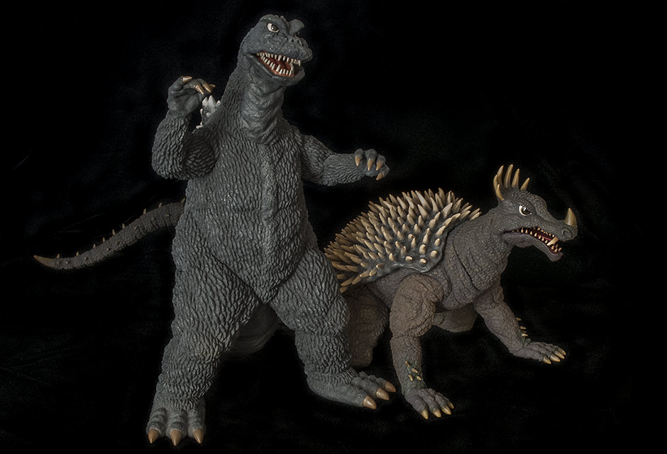 Size comparison with the 30cm Godzilla 1968.