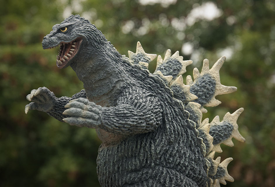 X-Plus Godzilla 1962 vinyl figure - daylight.