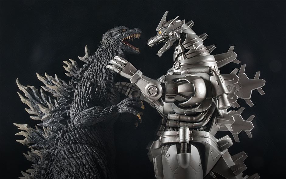 X-Plus Godzilla 2003 and Kiryu 2003 posed in fight scene.