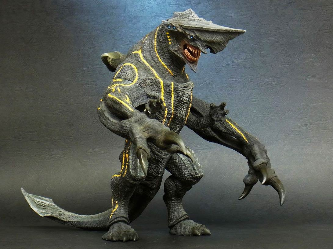 Large Monster Series Pacific Rim Knifehead vinyl figure by X-Plus.