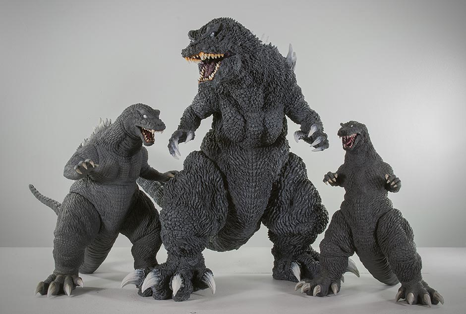 X-Plus Gigantic Series Godzilla 2001 size comparison with 30cm and 25cm versions.