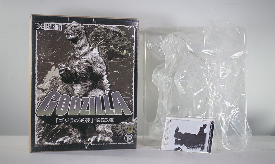 The X-Plus Godzilla 1955 Box and packaging.