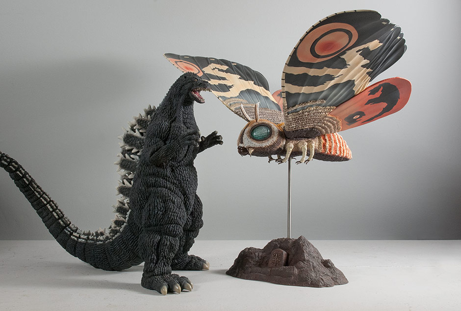 Size comparison with the 30cm Series Godzilla 1992.