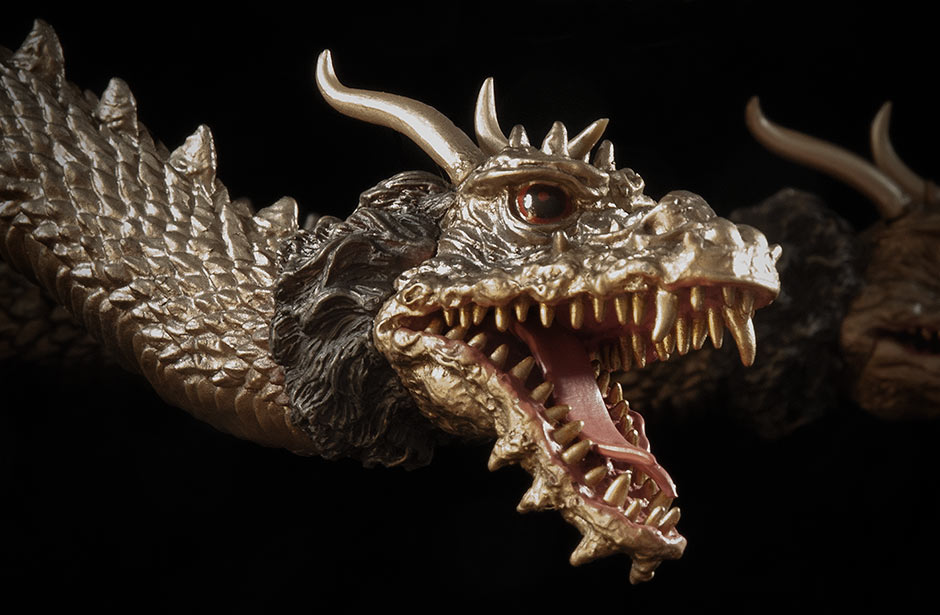 X-Plus King Ghidorah 1968 - Close-up of a head.