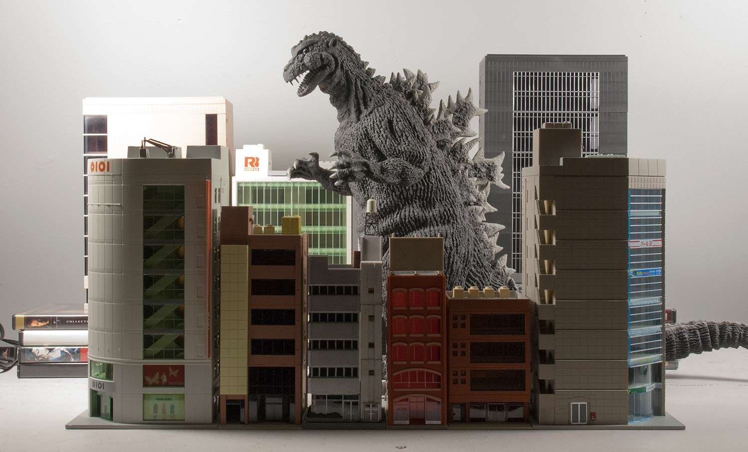 X plus 30cm series godzilla 1954 stomping through a set of n scale buildings