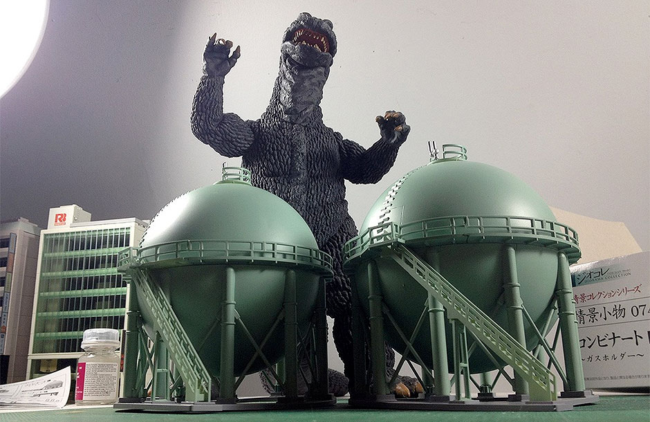 X-Plus 30cm Series Godzilla 1968 with TomyTec Refinery Tanks.