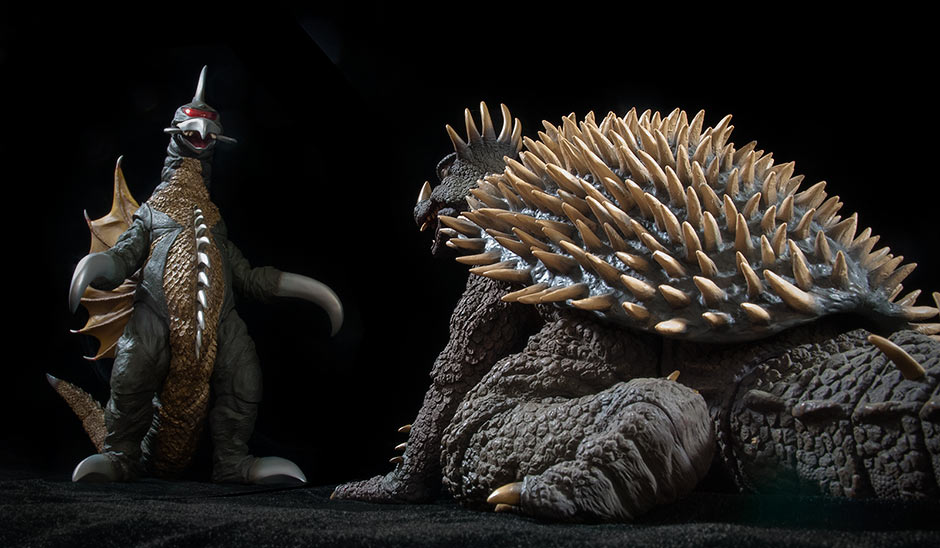 X-Plus Toho 30cm Series Gigan 1972 vs. Anguirus 1968.