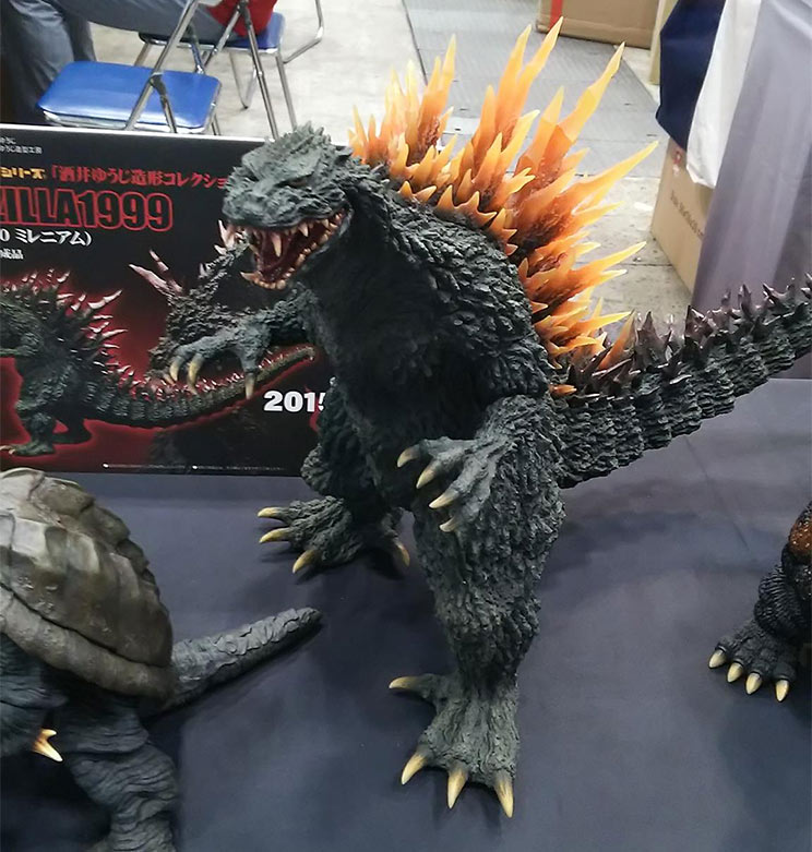 Closer view of the Gigantic Series 2000 Godzilla 2000 with orange fins.