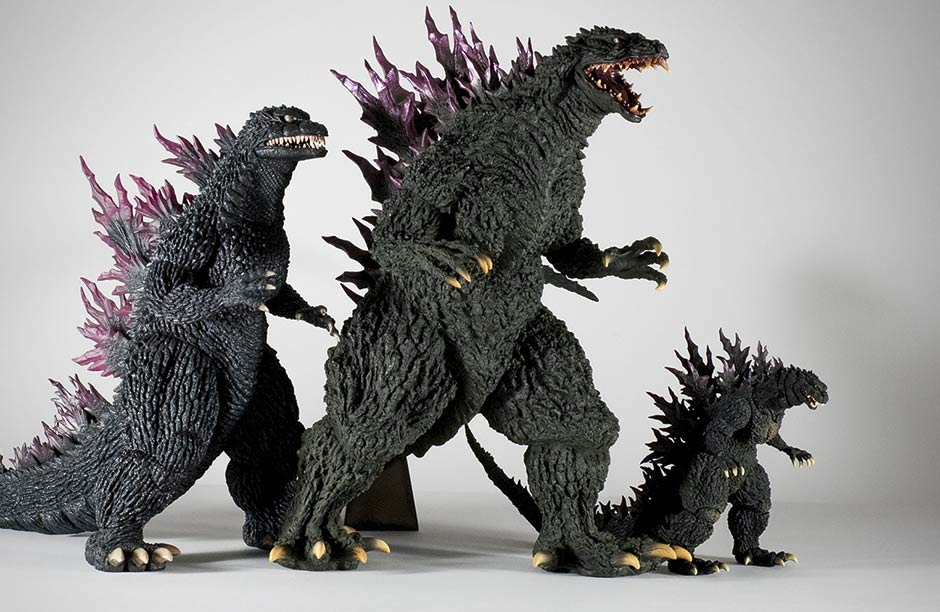 X-Plus Gigantic Series Godzilla 2000 size comparison with 30cm Series Godzilla 2000 and S.H.MonsterArts version.