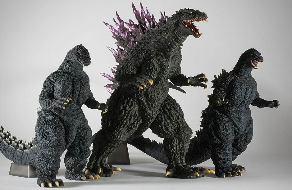 Gigantic Series Godzilla 2000 size comparison with other two figures in the Sakai Modelling Collection.