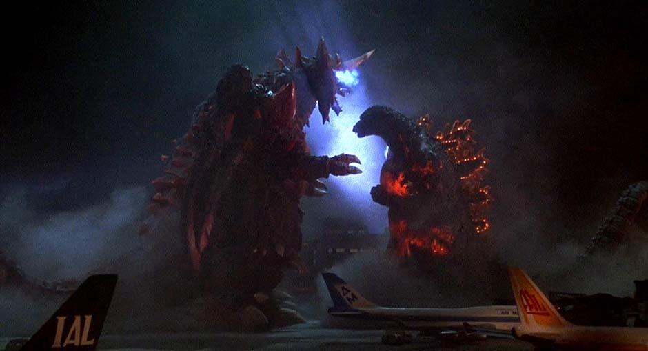 Screenshot from Godzilla vs. Destroyah displaying size difference.