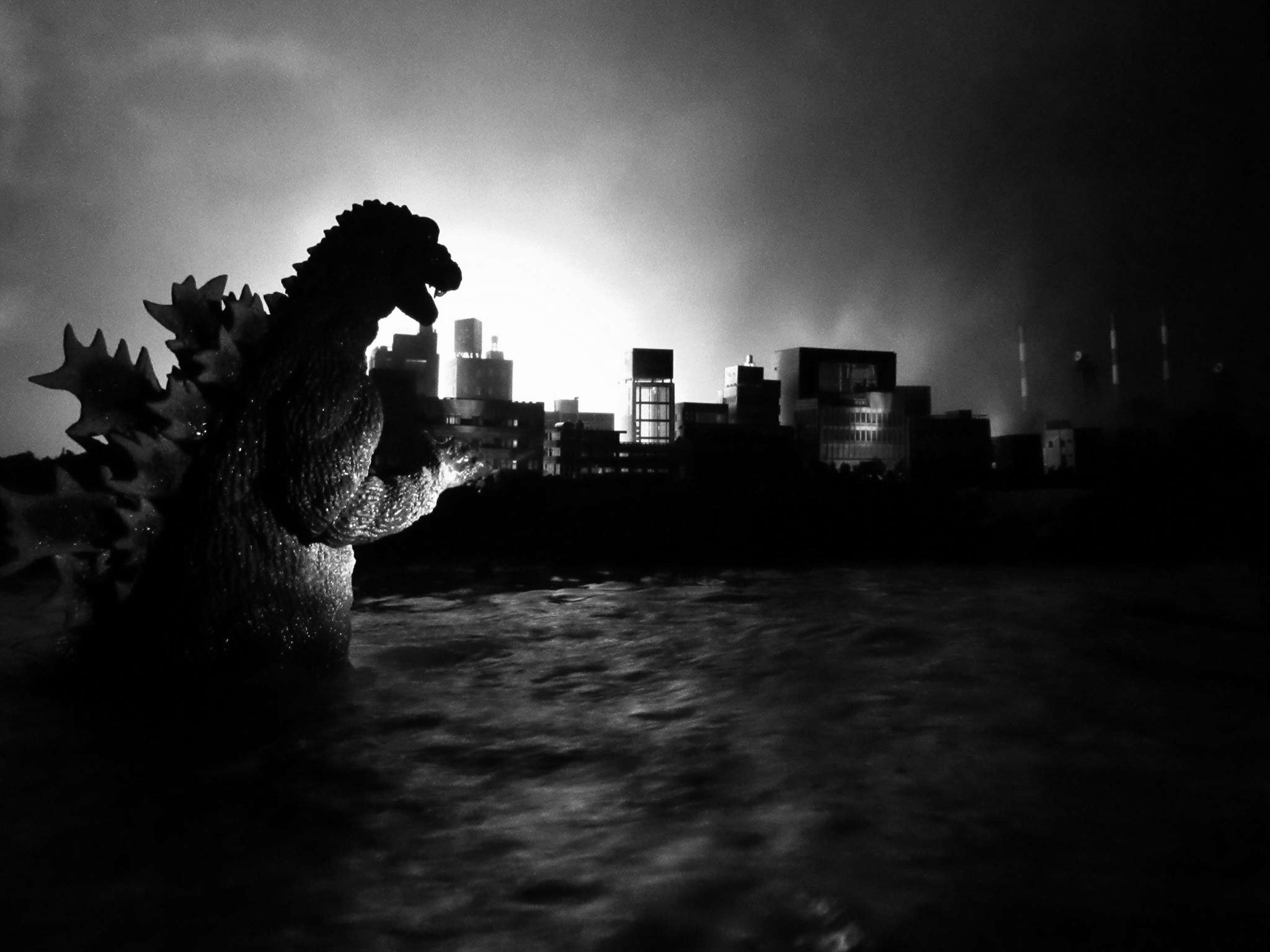 X-Plus Godzilla 1954 vinyl figure diorama by Steve Harron.