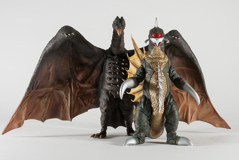 The 30cm Series Gigan also works well to help Rodan keep on his feet.