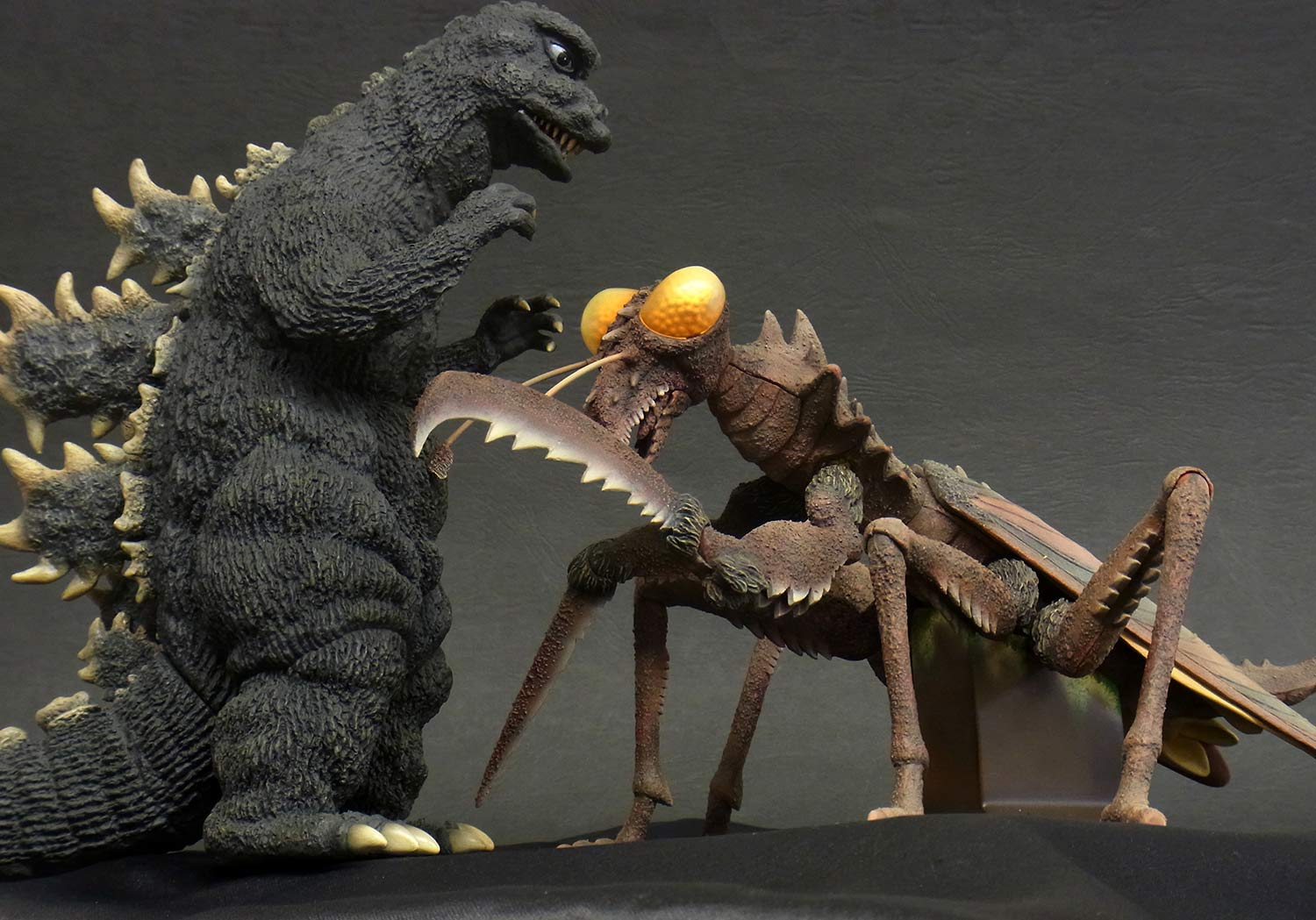 Size comparison between X-Plus Godzilla 1967 and Kamacuras.