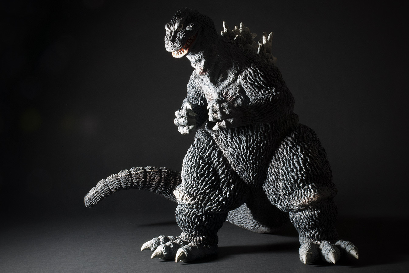 The newly released Gigantic Series Godzilla 1962 vinyl figure by X-Plus.