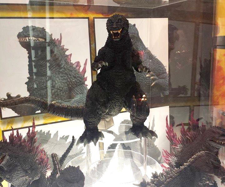 30cm Series Yuji Sakai Godzilla 2001 vinyl figure at Diamond's SDCC booth.