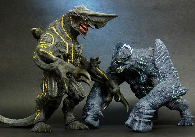 Large Monster Series Knifehead and Leatherback vinyl figures by X-Plus.