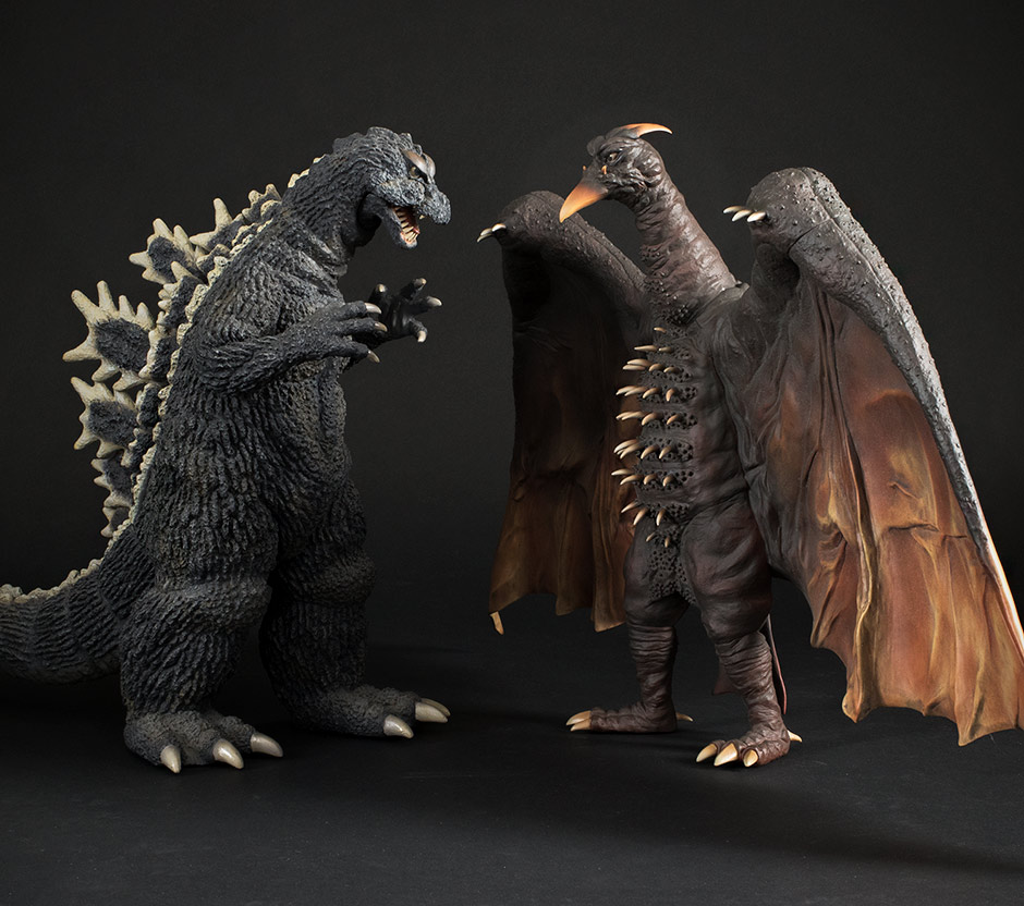 Size comparison with the 30cm Godzilla 1964.