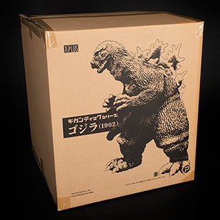 The box for the Gigantic Series Godzilla 1962 vinyl figure by X-Plus.