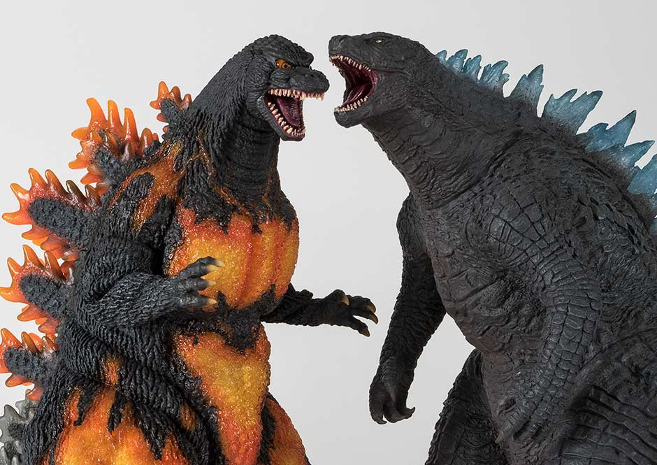 Size comparison with the 30cm Series Godzilla 2014 vinyl.