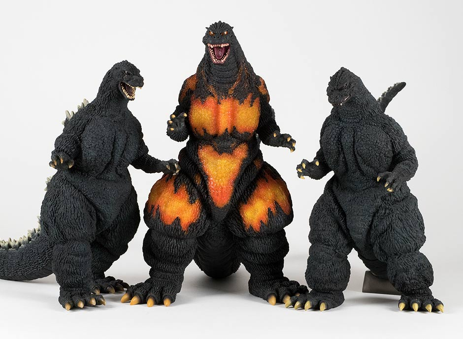 Size comparison with 30cm Series Yuji Sakai Heisei Godzilla figures.