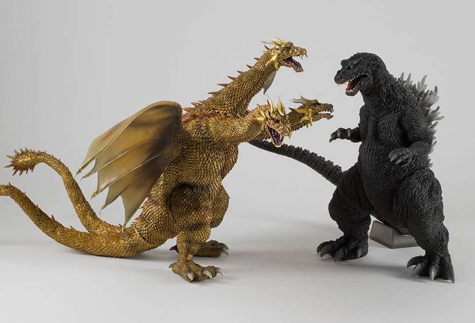 Size comparison with the Large Monster Series King Ghidorah 2001.
