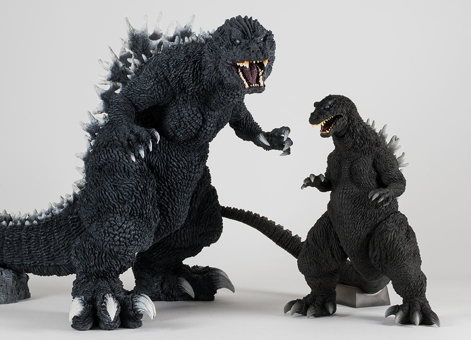 Size comparison with the Gigantic Series Godzilla 2001.