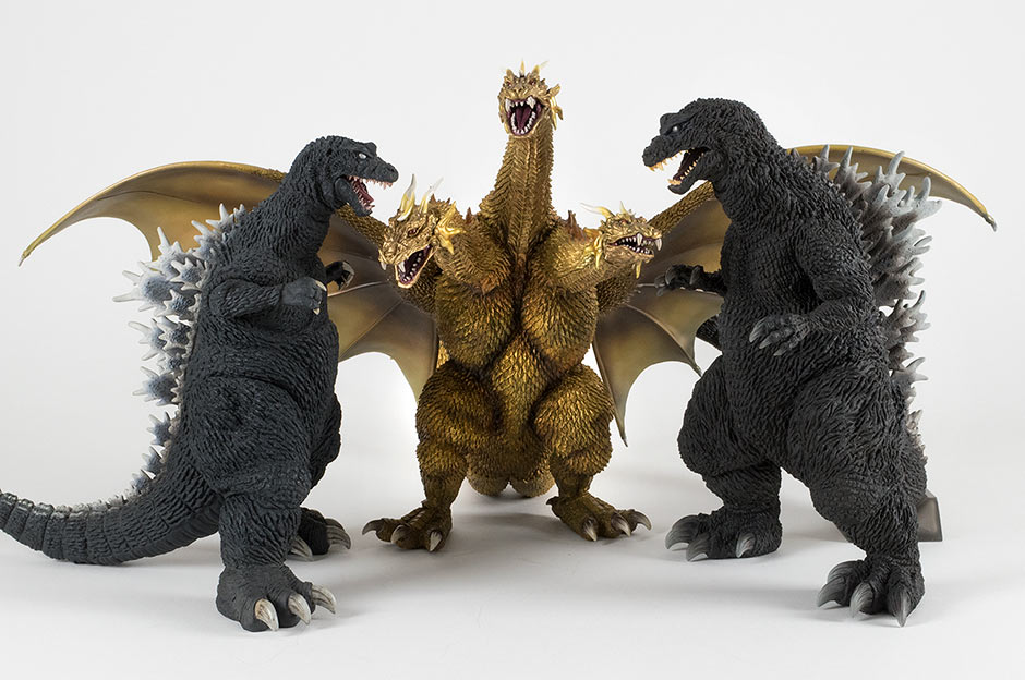 Size comparison with the Large Monster Series Godzilla 2001 and King Ghidorah 2001.