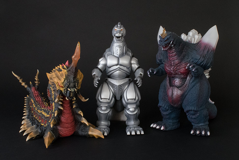 Size comparison with the 30cm Series Battra Larva and Space Godzilla.