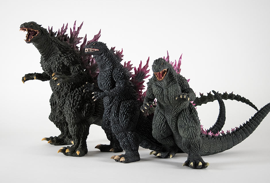 Size comparison with other Godzilla 2000 figures.