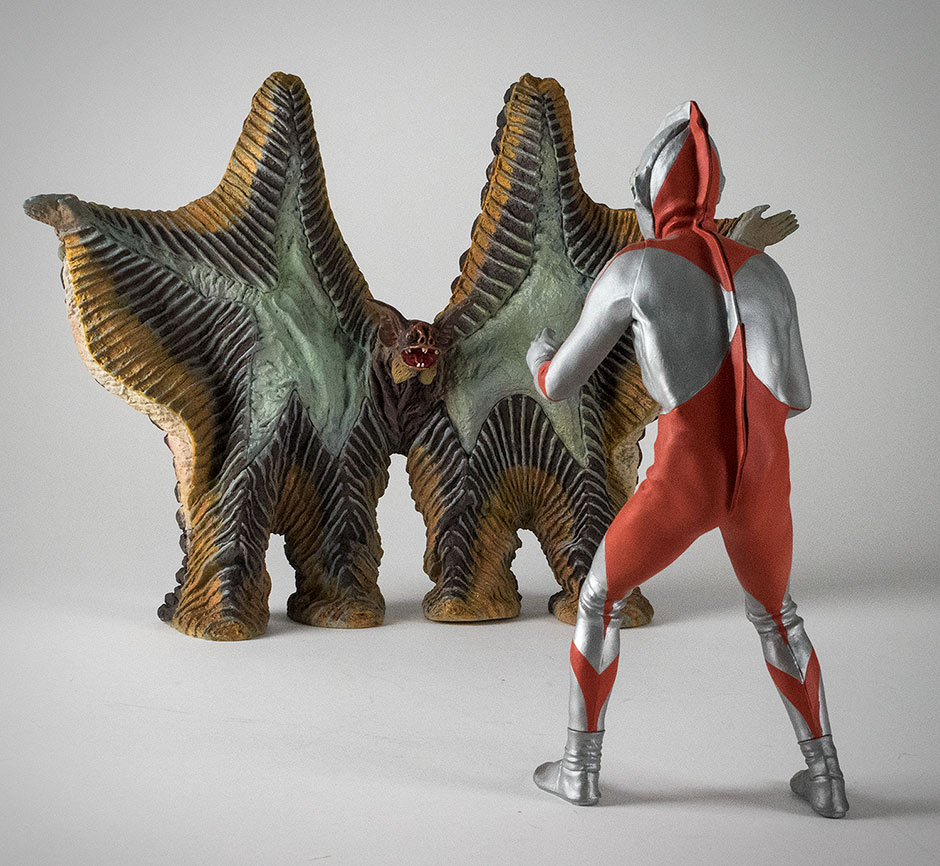 Extra shot: X-Plus Ultraman faces with Pestar.