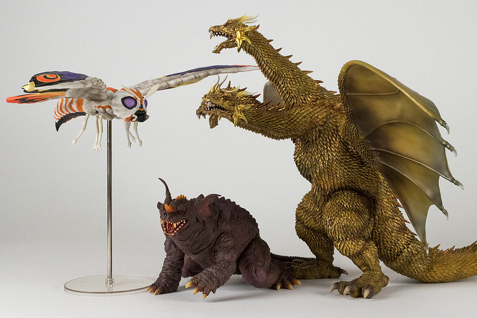 Size comparison with the Large Monster Series Mothra 2001 and Baragon 2001.