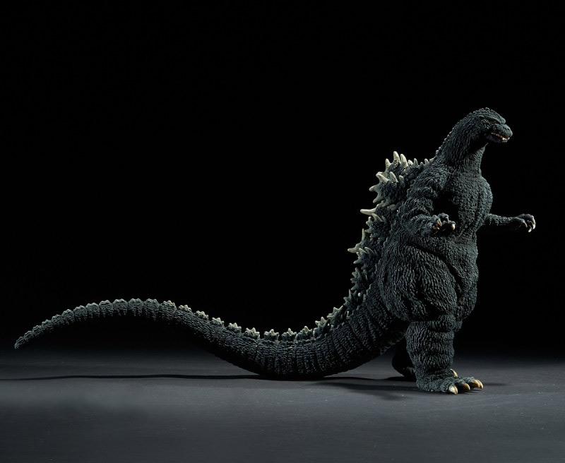 X-Plus Yuji Sakai Godzilla 1989 Osaka Closed Mouth Version vinyl figure - side view.