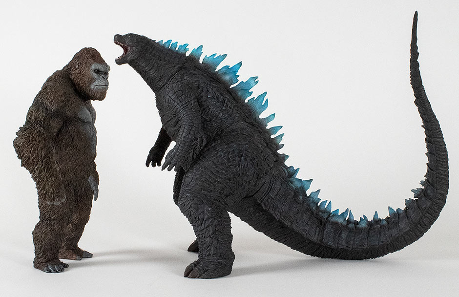 Size comparison with the 30cm Series Godzilla 2014 blue fins roar version vinyl.
