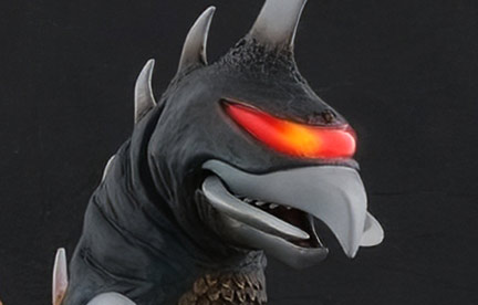 Jurassic Reviews looks at the 25cm Gigan 1972 Nighttime Version vinyl figure by X-Plus