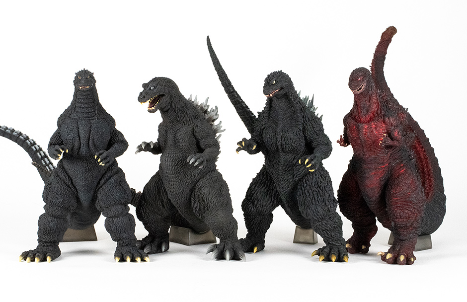 Size comparison between the Yuji Sakai Godzilla 2002 and another group of Sakai figures by X-Plus.